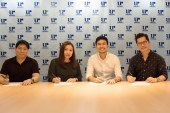 Asia's Romantic Balladeer Christian Bautista has renewed his contract with Universal Records