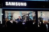 Jose Mari Chan Shares the Samsung Christmas Cheer with Songs and Gifts