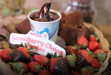 Jollibee Strawberry Choco Sundae Two of our Favorites in One Indulgent Treat!